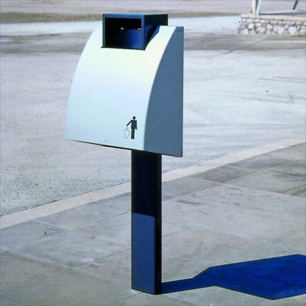 Bunn trash can for public space